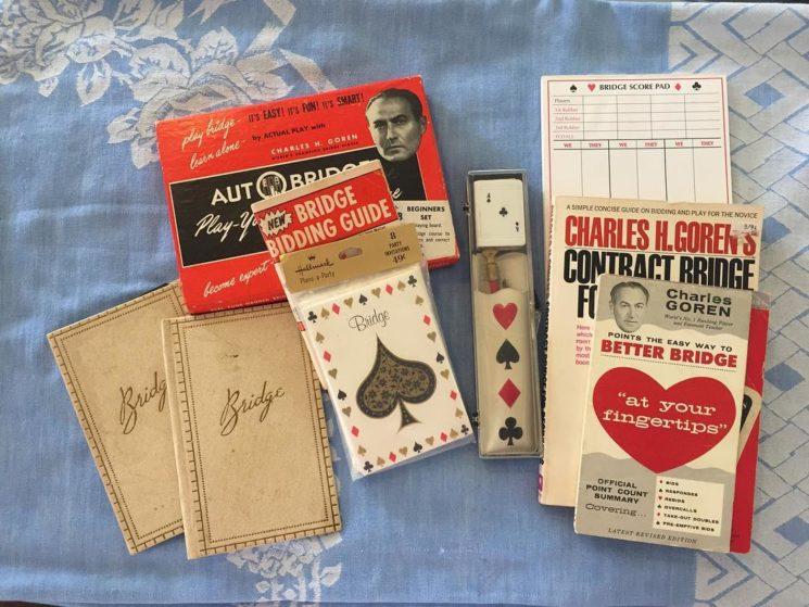 Karty a pravidla pro bridž.