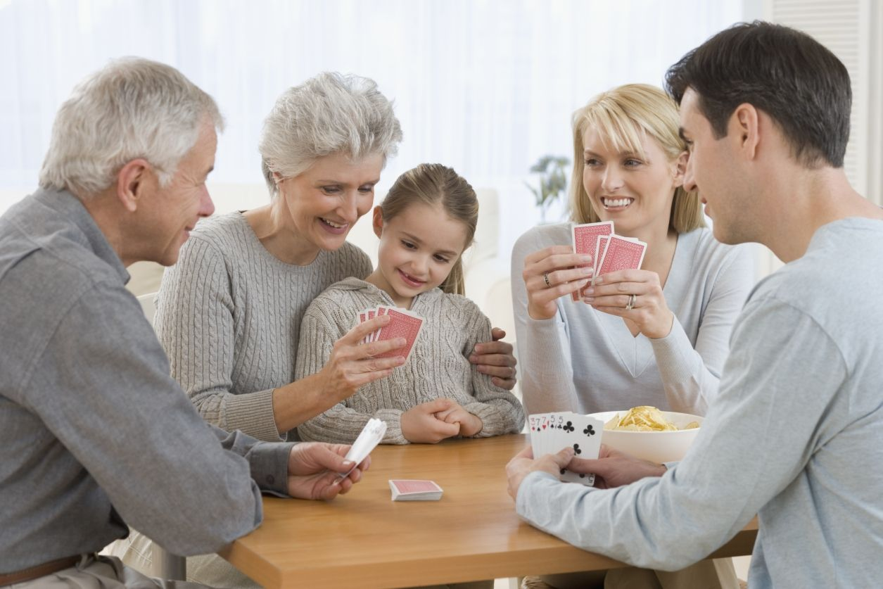Rodina hraje karty